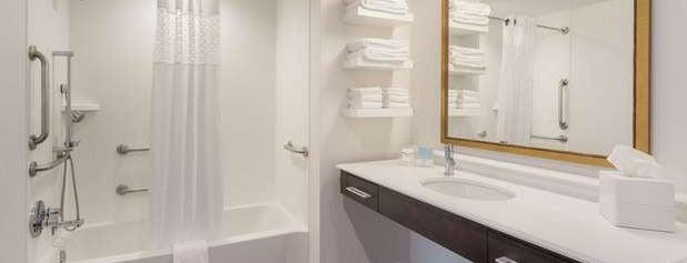 Hampton Inn & Suites Newport/Cincinnati is one of Tempat yang Disukai jiresell.