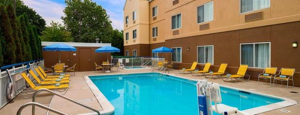 Fairfield Inn & Suites Allentown Bethlehem/Lehigh Valley Airport is one of สถานที่ที่ Gavin ถูกใจ.