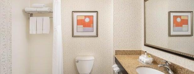Holiday Inn Express & Suites Uvalde is one of Bill'in Beğendiği Mekanlar.