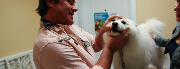 Calusa Veterinary Center is one of Tammy's Liked Places.