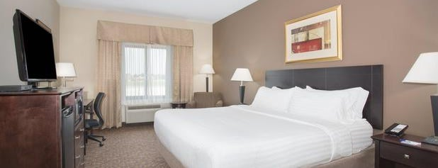 Holiday Inn Express & Suites Concordia Us81 is one of Locais curtidos por Nancy.