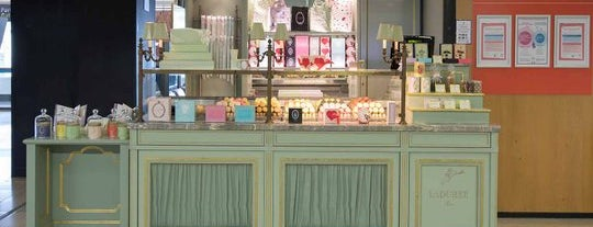 Ladurée is one of Bakery.