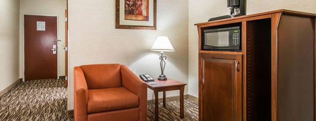 Comfort Suites Golden West on Evergreen Parkway is one of Aaronさんのお気に入りスポット.