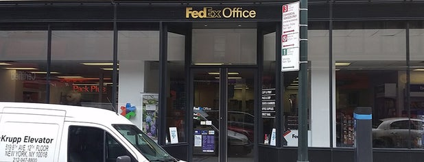 FedEx Office Print & Ship Center is one of Locais curtidos por Khalil.