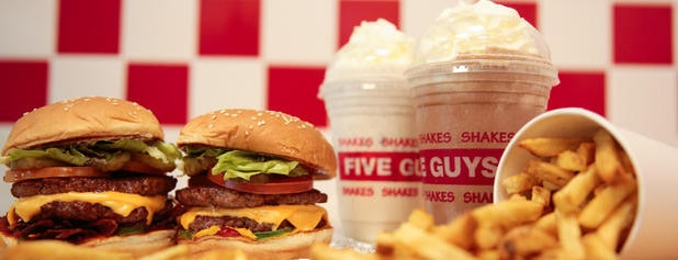 Five Guys is one of Orte, die Bora gefallen.