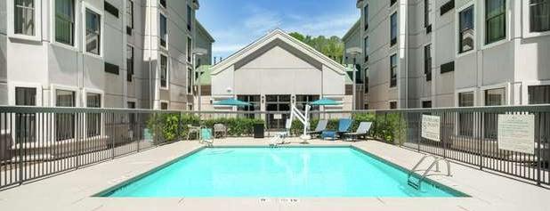 Hampton Inn & Suites is one of Lieux qui ont plu à Brian.