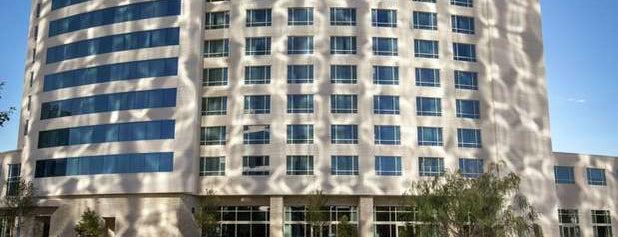 Hilton is one of สถานที่ที่ Litany ถูกใจ.