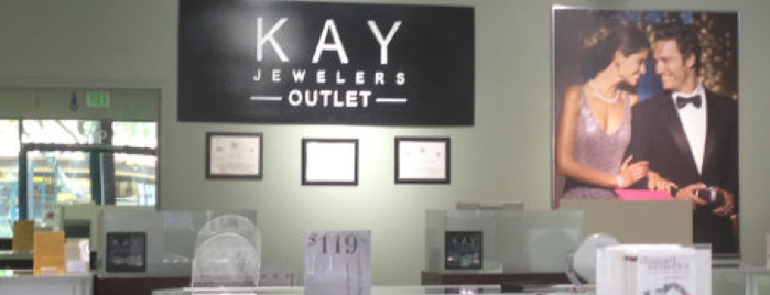 Kay Jewelers is one of Lugares favoritos de Selena.