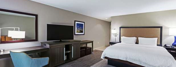 Hampton Inn & Suites is one of สถานที่ที่ Lin ถูกใจ.