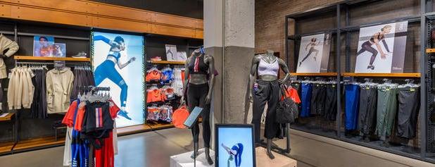 Nike Store is one of Fuat'ın Beğendiği Mekanlar.