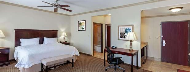 Hampton Inn & Suites Galveston is one of Locais curtidos por Mike.
