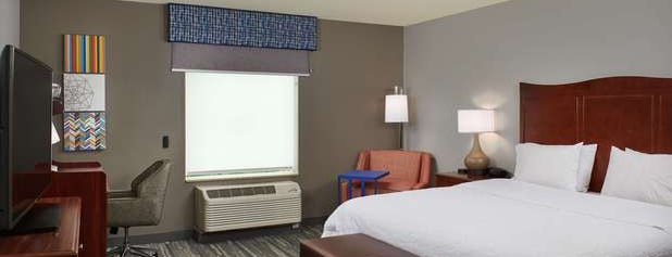Hampton Inn & Suites is one of Lieux qui ont plu à Tiona.