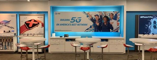 AT&T is one of สถานที่ที่ Rick ถูกใจ.