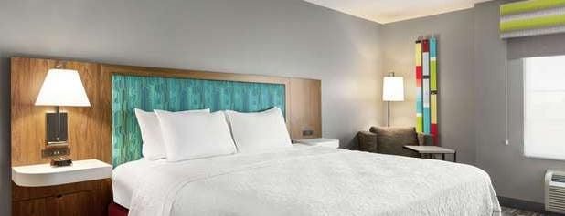 Hampton Inn & Suites is one of Lieux qui ont plu à Jessy.