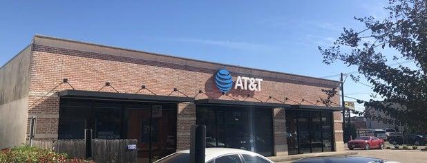AT&T is one of Lieux qui ont plu à Aptraveler.