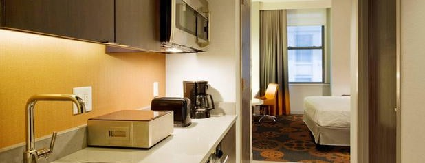 Residence Inn by Marriott New York Downtown Manhattan/World Trade Center Area is one of สถานที่ที่ Jason ถูกใจ.