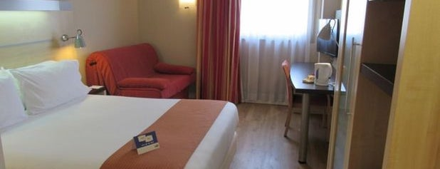 Holiday Inn Express Valencia Bonaire is one of king ofさんのお気に入りスポット.