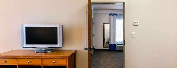 Comfort Inn & Suites is one of Orte, die mubasen gefallen.