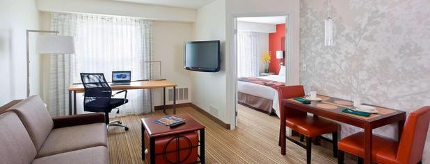 Residence Inn Houston The Woodlands/Lake Front Circle is one of Lugares favoritos de Gregory.