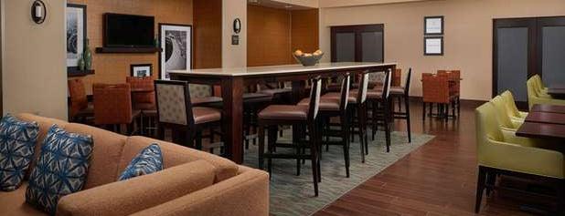 Hampton Inn & Suites is one of Tempat yang Disukai Andy.