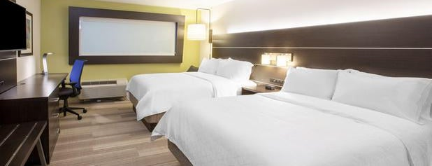 Holiday Inn Express & Suites Thomasville is one of สถานที่ที่ Doug ถูกใจ.