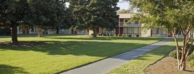 Americas Best Value Inn Norfolk Airport Area is one of Tempat yang Disukai Hanna.
