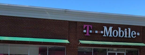 T-Mobile is one of สถานที่ที่ Dawn ถูกใจ.