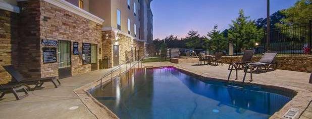 Hampton Inn & Suites is one of Lugares favoritos de Mario.