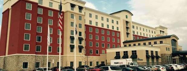Embassy Suites by Hilton is one of Orte, die Jennifer gefallen.