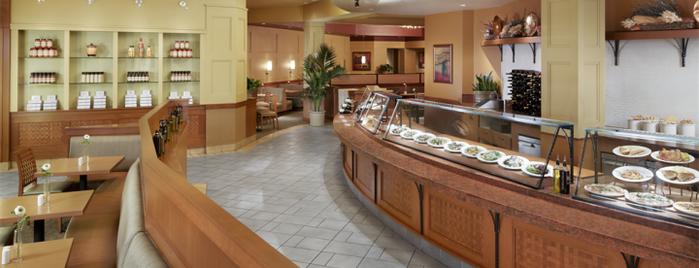 Marketplace Cafe is one of Tempat yang Disukai Les.