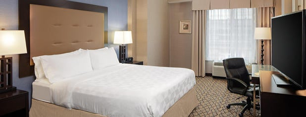 Holiday Inn Detroit Metro Airport is one of Lugares favoritos de Kyle.
