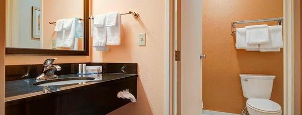 Fairfield Inn & Suites Green Bay Southwest is one of Orte, die Mary Hobb gefallen.