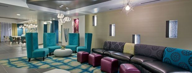 Holiday Inn Express & Suites Carlisle - Harrisburg Area is one of Lieux qui ont plu à Cole.