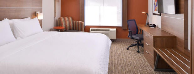 Holiday Inn Express Glenwood Springs (Aspen Area) is one of Lugares favoritos de Kyle.