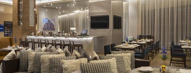 Buffalo Marriott at LECOM HARBORCENTER is one of Lieux qui ont plu à Rob.