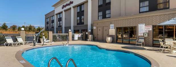 Hampton Inn Mebane is one of Orte, die Waleed gefallen.