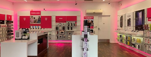 T-Mobile is one of Sergio M. 🇲🇽🇧🇷🇱🇷 님이 좋아한 장소.