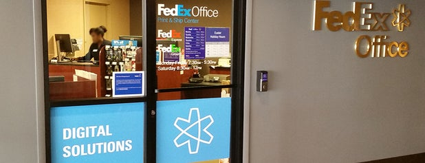 FedEx Office Print & Ship Center is one of Tempat yang Disimpan Fatou.