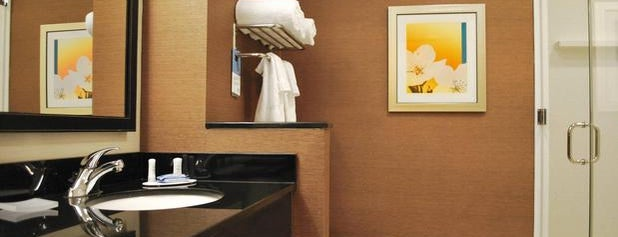 Fairfield Inn & Suites Springfield Northampton/Amherst is one of Lugares favoritos de Nate.