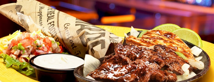 Winger's Roadhouse Grill is one of Tempat yang Disukai Chip.