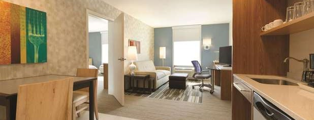 Home2 Suites by Hilton is one of Posti che sono piaciuti a Drew.