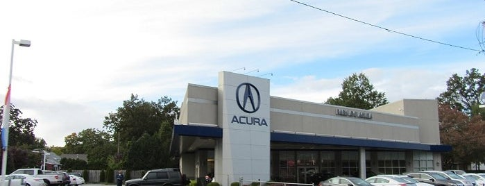 Park Ave Acura is one of สถานที่ที่ Lisa ถูกใจ.