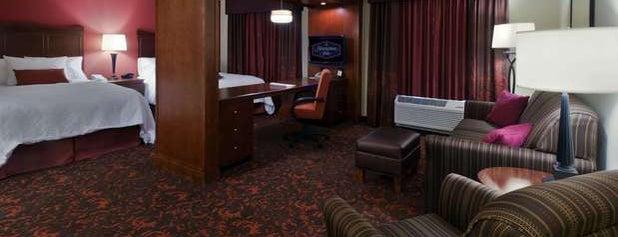 Hampton Inn & Suites is one of Lugares favoritos de Jason.