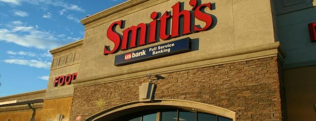 Smith's is one of Tempat yang Disukai Estevan.
