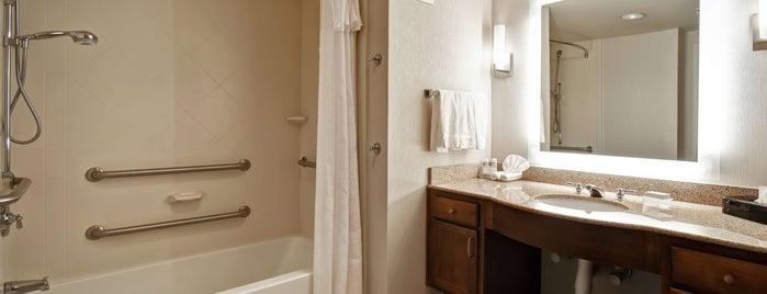 Homewood Suites by Hilton is one of สถานที่ที่ Trish ถูกใจ.