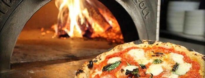 Pizza La Stella is one of Orte, die Justin gefallen.