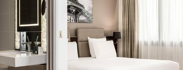 AC Hotel by Marriott Paris Porte Maillot is one of Hoteles.