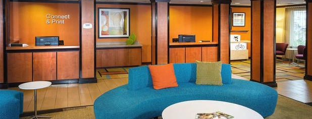Fairfield Inn & Suites Anchorage Midtown is one of Tempat yang Disukai Fernando.
