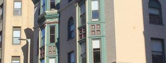 Boston Fenway Inn is one of สถานที่ที่ Romulo ถูกใจ.