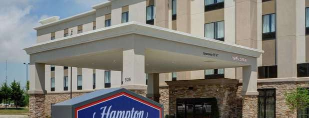 Hampton Inn & Suites is one of Locais curtidos por Divya.